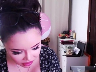 Sunny live sex chat