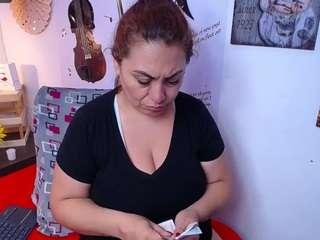 seleene live chat