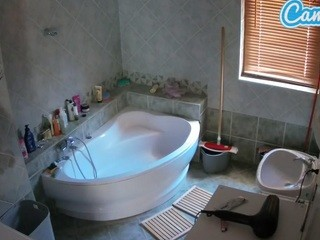 voyeurcam-julmodels-bath-1st-2 camsoda