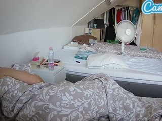 voyeurcam-julmodels-bed-4 camsoda