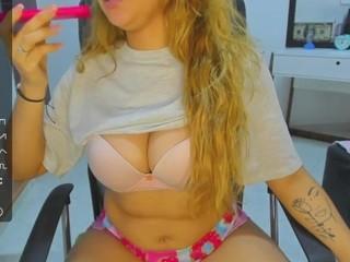 Videochat with Yuliadams webcam model